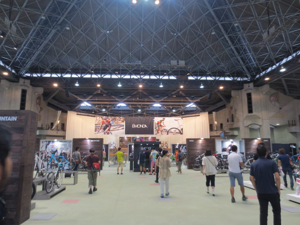 TREK WORLD 2015