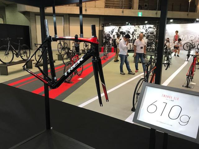 軽量なスポーツ自転車